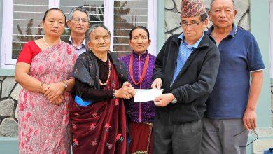 Photo of संकटको समयमा ग्राण्ड माष्टर तुलसीले आर्थिक सहयोग दिएर सम्झे आफ्नो गाउँ