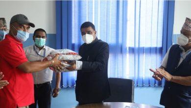 Photo of राखेपले दियो कर्मचारीलाई स्वास्थ्य सामाग्री