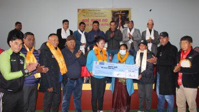 Photo of अरुणालाई पोखरामा भव्य सम्मान, प्रदेश सरकारले दियो १ लाख नगद