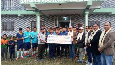 Photo of लुम्बिनी विकास बैंकद्वारा सहारा फुटबल एकेडेमीलाई २ लाख २० हजार आर्थिक सहयोग