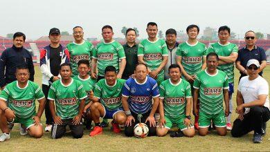 Photo of पोखरामा खेलकूद र यूकेको टोली विच मैत्रीपूर्ण फुटबल तथा शुभकामना आदान प्रदान (फोटो फिचर)